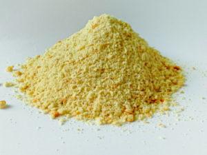 """características: Pasta blanca seca con clara de huevo sin adición de colorantes. Producido en la fábrica de: Via Pradazzo, 1 / d – 40012 Calderara di Reno (BO) – RIC. CE ABP921PETPP3 composición: harina de trigo tipo """"0"""" y tipo """"00"""", 12% de clara de huevo, azúcares, harina integral, aceites y Grasas animales (manteca de cerdo pura refinada), proteínas de la leche, lecitina de soja, aromas naturales, agente Levadura: levadura de cerveza. Aditivos: aditivos organolépticos sensoriales saborizantes 100 mg / kg: saborizante de vainilla, saborizante de leche, vainillina; Aditivos tecnológicos 100 mg / kg: premezcla de aditivos antioxidantes: conservante: E330, Componenti analitici: Umidità: 12,52 % Proteina grezza: 12,91 % Oli e grassi grezzi: 2,61 % Fibra grezza: 2,12 % Ceneri grezze: 0,95 % Calcio: 305 mg/Kg Fosforo: 1240 mg/Kg Sodio: 1263 mg/Kg Fecha límite: 18 meses desde la fecha de producción Parámetros microbiológicos: Enterobacterias: <300 ufc / g Salmonella: Ausente en 25g. Método de conservación: Almacenar en un lugar fresco y seco. Una vez abierto, consumir preferentemente dentro de 3 meses. Cómo utilizar: Tales como Administrar sin restricciones durante el período de muda y disponible durante el período de reproducción Durante el período restante del año, haga disponible 2-3 veces a la semana. La pasta se puede administrar tal cual o humedecida con unas gotas. De agua o mezclado con semillas germinadas. Sin embargo, siempre deje las semillas a disposición de las aves."""